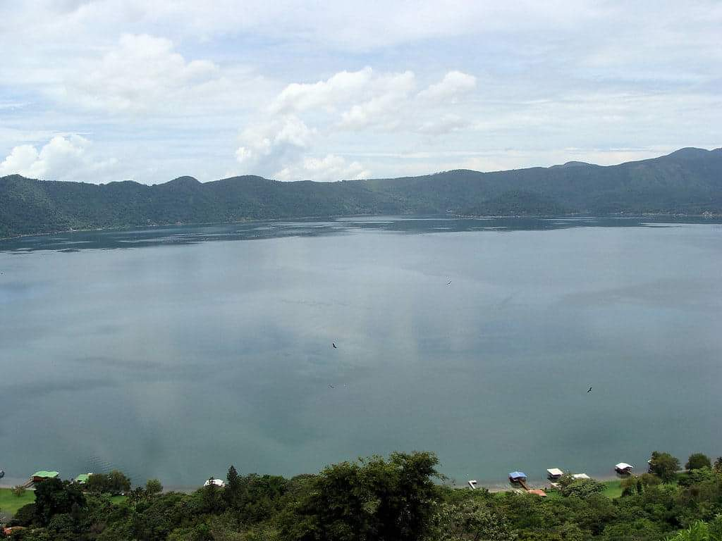 Lake coatepeque is in western El Salvador| photo credit: https://creativecommons.org/