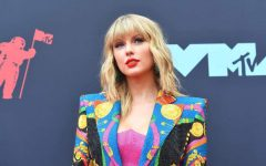Singer songwriter Taylor Swift is set to preform an array of songs after winning a legal battle over the rights to some of her older songs. Photo Credit: Official Charts