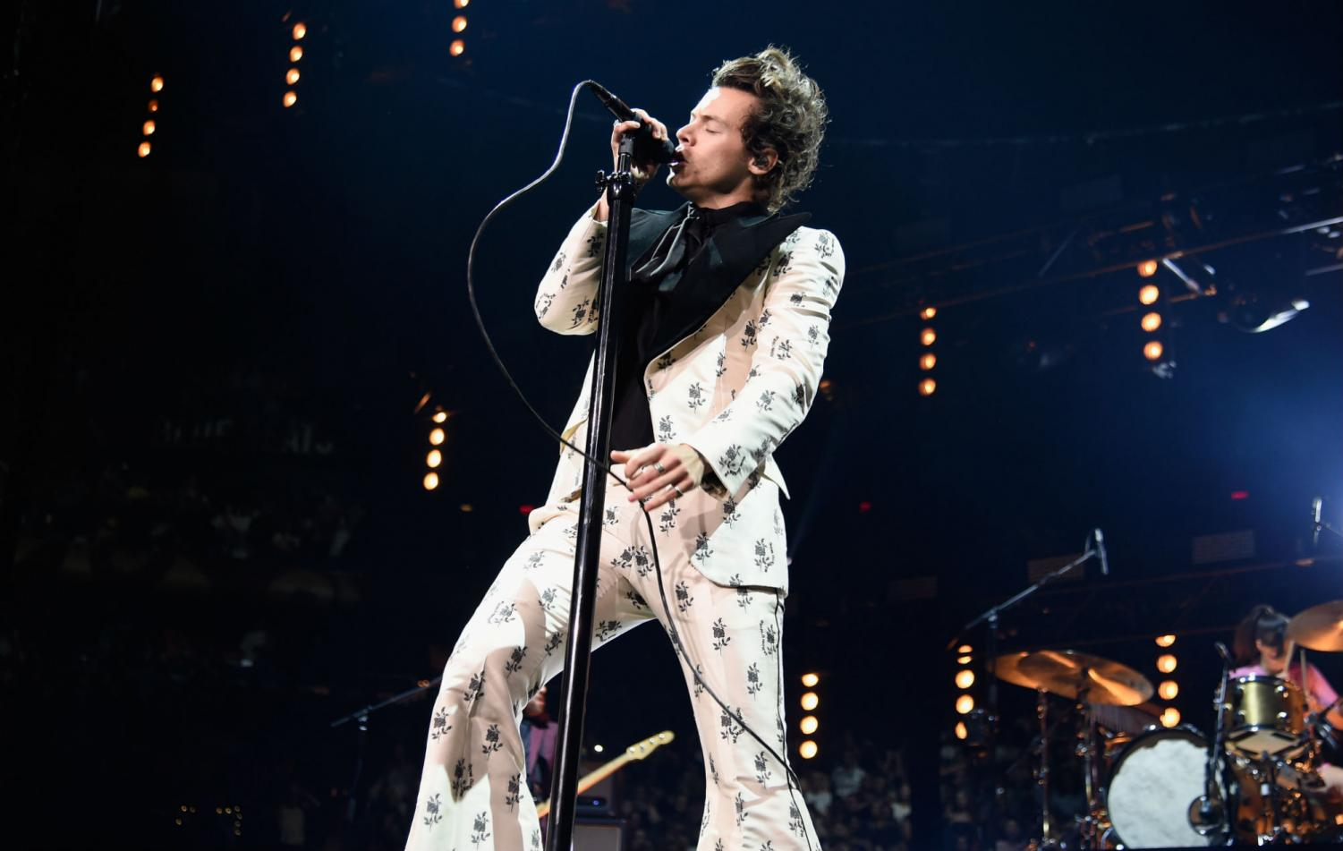 Styles belts out his notes while pulling off an full and white floral velvet suit. | credit: https://www.nme.com/news/music/harry-styles-new-song-watermelon-sugar-hosting-snl-2574658