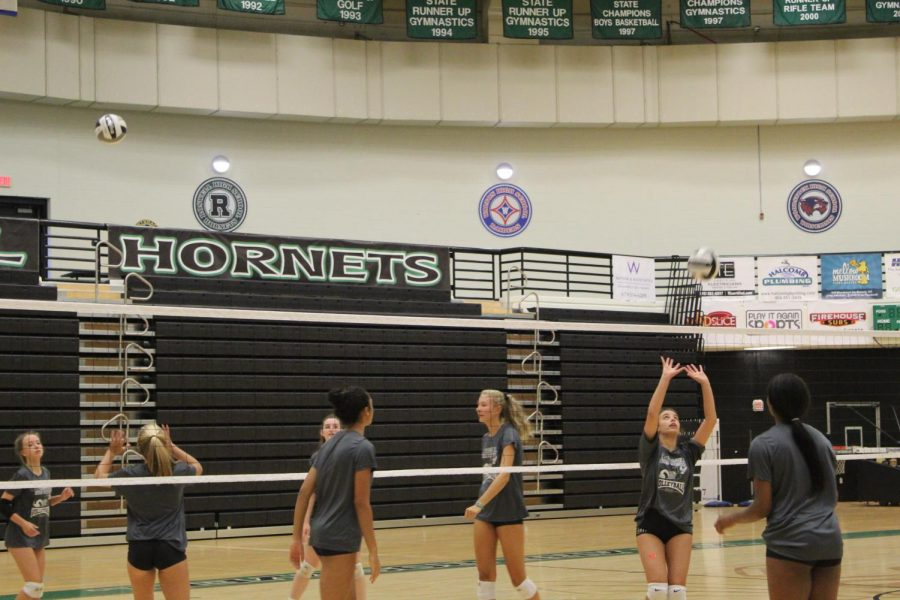 The+volleyball+team+partakes+in+a+drill+during+practice.+Photo+Credit%3A+Bridget+Frame