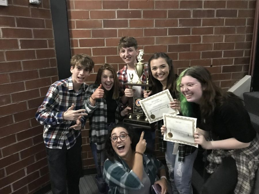 The+theater+program+celebrates+after+winning+their+region+competition.+Left+to+Right%3A+Josh+Davis%2C+Charlie+Plese%2C+Seth+Christian%2C+Jessi+Kirtley%2C+Chloe+Taylor.+Bottom+Middle%3A+Mrs.Stern%0APhoto+credit%3A+Seth+Christian%0A